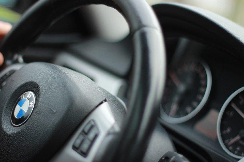 Kobieta czy mężczyzna-kto jest lepszym kierowcą?