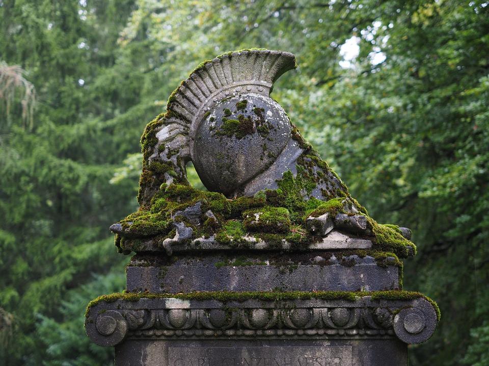 Przyczyny wynajmowania firmy do opieki nad grobami