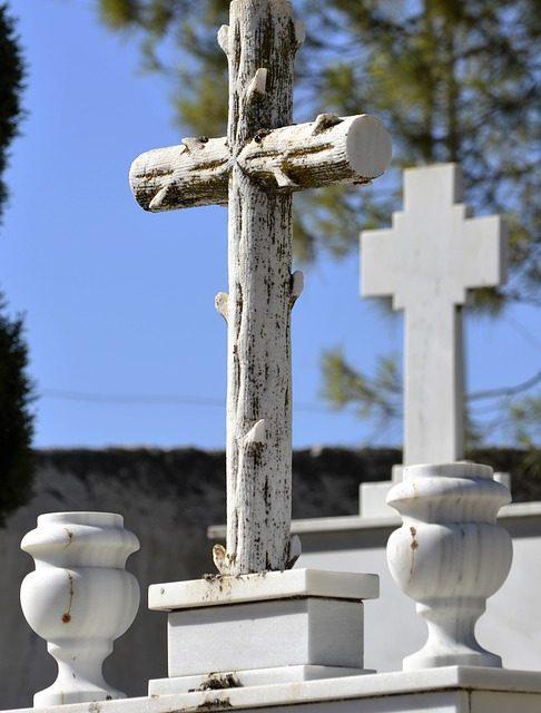 Troska o groby naszych bliskich – o czym pamiętać?
