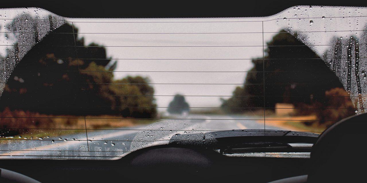 Pochłaniacz wilgoci do auta: koniec z parującymi szybami!